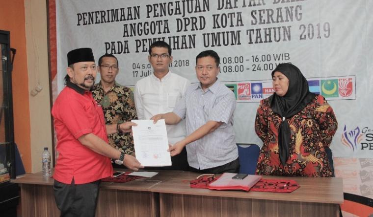 Partai Demokrasi Indonesia Perjuangan (PDIP) Kota Serang, mendaftarkan 45 bakal calon anggota legislatif (Bacaleg) ke KPU Kota Serang. (Foto: TitikNOL)