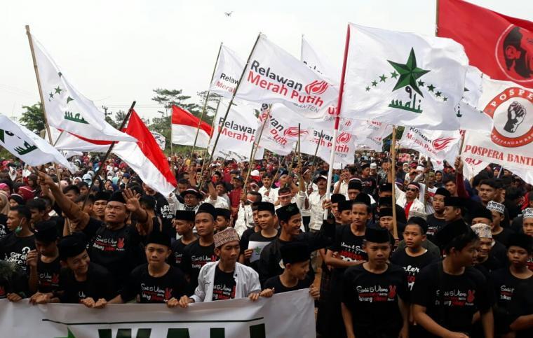 Gabungan relawan di Banten mendeklarasikan dukungan kepada Jokowi - Ma'ruf Amin. (Foto: TitikNOL)