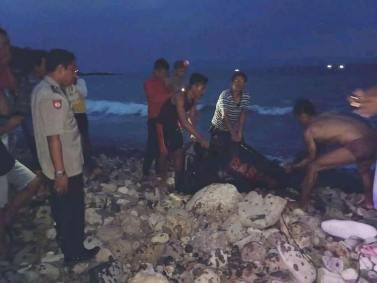 Hilman seorang pemancing yang hilang terseret ombak ditemukan. (Foto:TitikNOL)