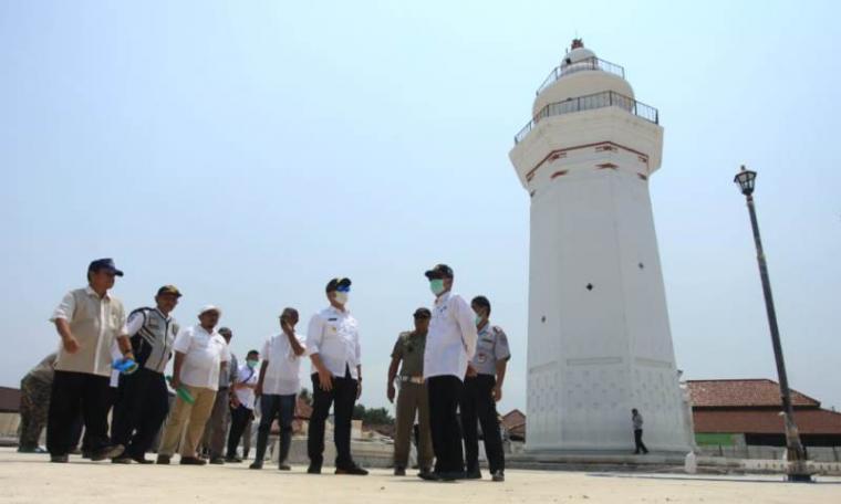 Wakil Gubernur Banten Andika Hazrumy mengunjungi kawasan Banten Lama. (Foto: TitikNOL)