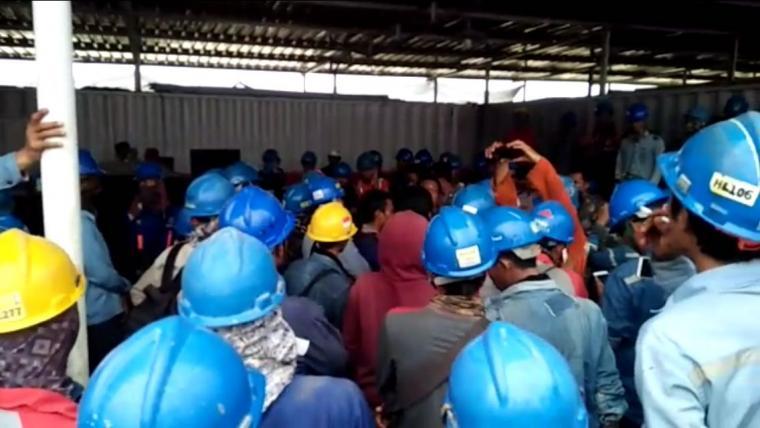 Suasana keributan pekerja di PLTU Jawa 7 . (Istimewa).