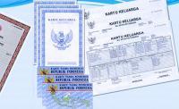 Kapolda Banten Brigjen Pol Listyo Sigit Prabowo dan tokoh agama Abuya Muhtadi Cidahu dari Kabupaten Pandeglang, saat berada di atas alat berat. (Foto: TitikNOL)