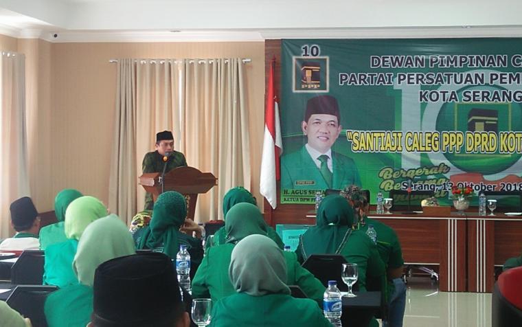 Wakil Walikota Serang terpilih Subadri Ushuludin saat memberikan sambutan dalam pembekalan caleg DPC PPP Kota Serang. (Foto: TitikNOL)