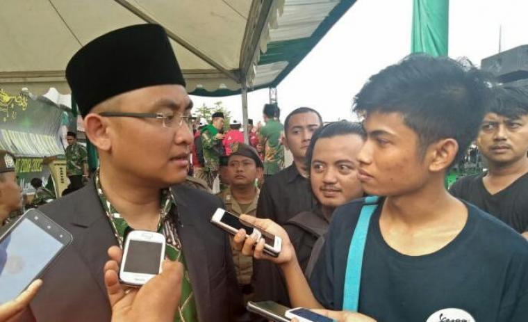 Wakil Gubernur Banten Andika Hazrumy memberikan keterangan terkait masalah pembayaran upah yang terjadi di PT Cemindo Gemilang, Bayah, Kabupaten Lebak. (Foto: TitikNOL)
