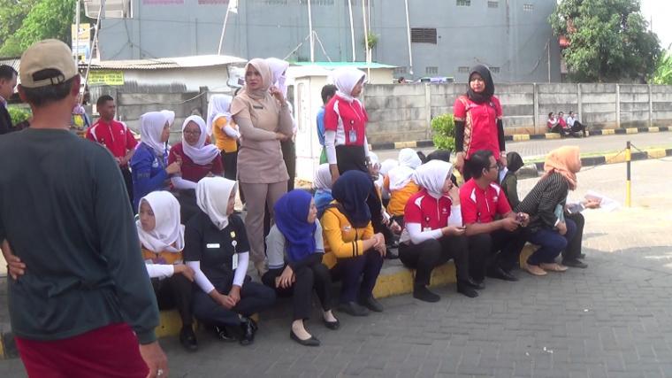 Sejumlah pegawai Carrefour. (Foto: TitikNOL)