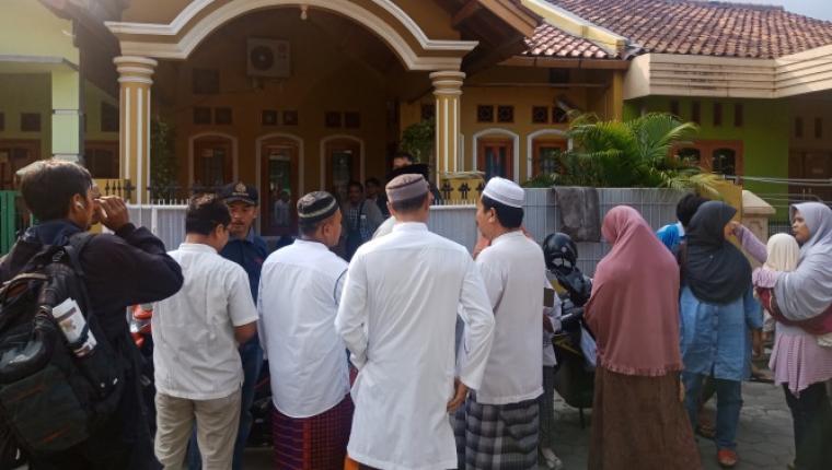Rumah Sahabudin salah penumpang Lion Air yang jatuh terlihat mulai didatangi para tetangga dan kerabat. (Foto: TitikNOL)