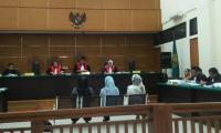 Gubernur Banten, Rano Karno saat berziarah di makam Syeh Asnawi, Caringin, Pandeglang. (Foto:TitikNOL)