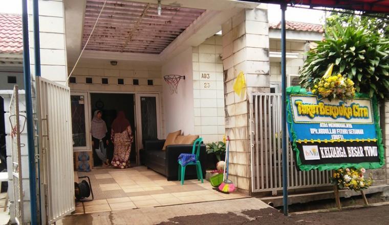Suasana rumah duka di Rt 02/06, Komplek TGS Catalina, Blok AB3, Kalurahan Medang, Pagedangan, Kabupaten Tangerang. (Foto: TitikNOL)