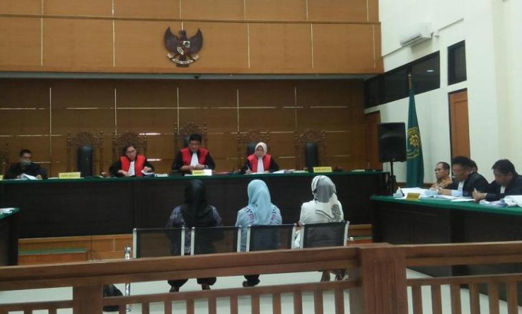 Suasana sidang lanjutan dugaan korupsi pengadaan genset RSUD Banten. (Foto: TitikNOL)