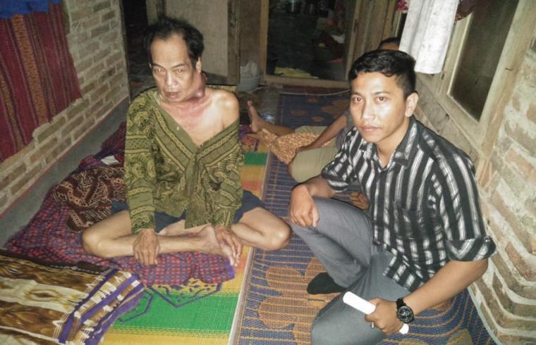 Suhendi (57) penderita tumor ganas, warga Kampung Kebon Kelapa, Desa Maja, Kecamatan Maja, Lebak - Banten. (Foto: TitikNOL)