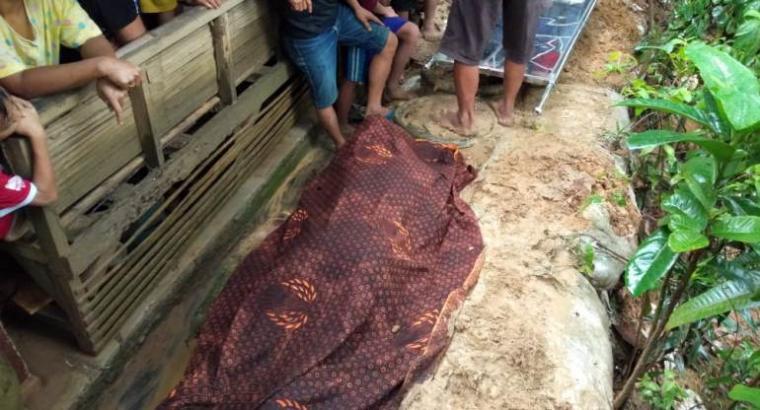 Korban meninggal tersambar petir Rizal Budiman (40), warga Kampung Rancasema, Desa Kadu Agung Timur, Kecamatan Cibadak, Kabupaten Lebak.