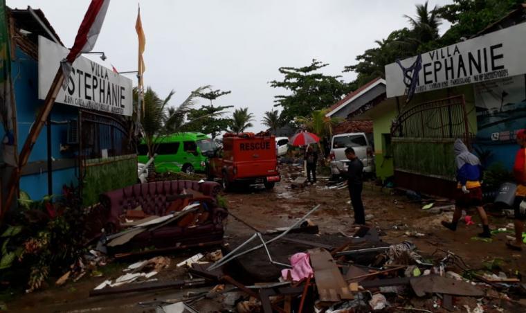 Kondisi pasca tsunami terjang beberapa wilayah di Banten. (Foto: TitikNOL)
