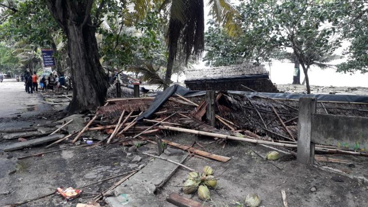 Kondisi Anyer pasca diterjang Tsunami. (Foto: TitikNOL)
