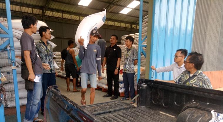 Polres Serang bersama Dinas Koperasi dan Perdagangan (Diskopindag) dan Bulog Sub Divre Serang yang tergabung dalam Tim Satgas Pangan. (Foto: TitikNOL)