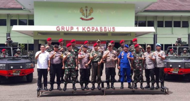 Kapolda Banten Brigjen Pol Tomsi Tohir saat berkunjung ke Markas Grup-1 Kopassus, di Taktakan, Kota Serang, Kamis (13/12/2018).