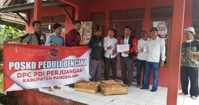 Posko Peduli Bencana DPC PDI Perjuangan Kabupaten Pandeglang. (Foto: TitikNOL)