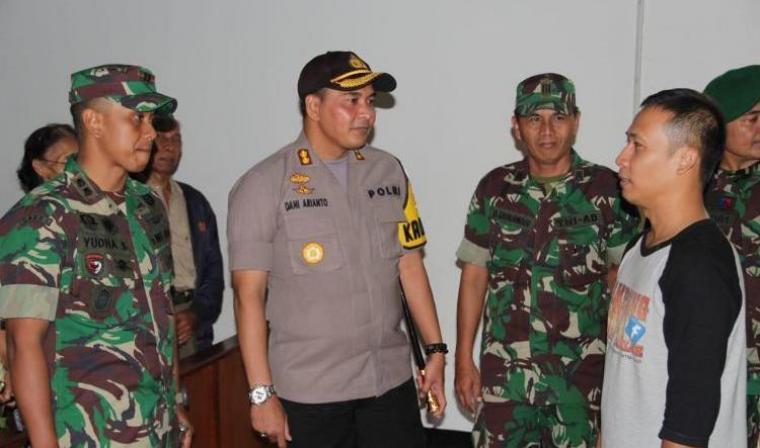 Kapolres dan Dandim Lebak kunjungi 4 gereja di Rangkasbitung. (Foto: TitikNOL)
