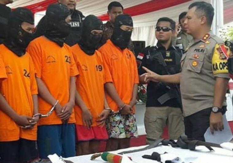 Kapolres Tangerang Selatan, AKBP Ferdy Irawan saat introgasi para pelaku tawuran Bintaro di Mapolres Tangsel. (Foto: TitikNOL)