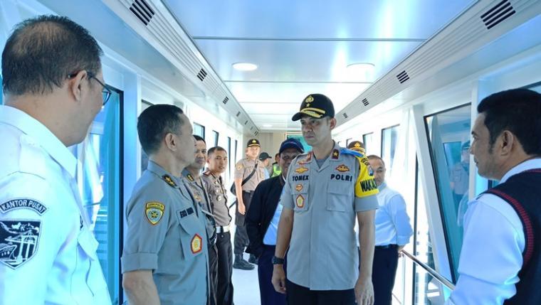 Wakapolda Banten Brigjen Pol Tomex Kurniawan saat meninjau Pelabuhan Merak. (Foto: TitikNOL)