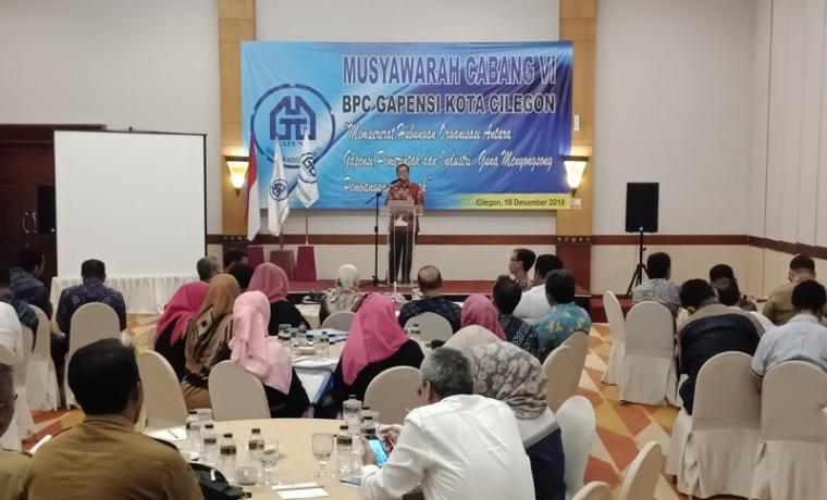 Ketua BPC Gapensi Kota Cilegon periode 2013-2018 ,Epi Saefullah saat memberikan sambutan dalam Muscab VI. (Foto: TitikNOL)