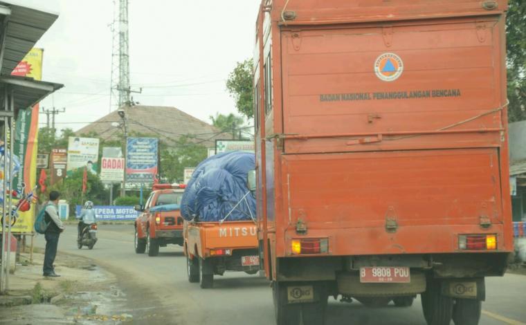 Bantuan logistik dan peralatan penangangan pascabencana tsunami yang terjadi di pesisir pantai Kabupaten Pandeglang akibat erupsi gunung anak krakatau. (Foto: TitikNOL)