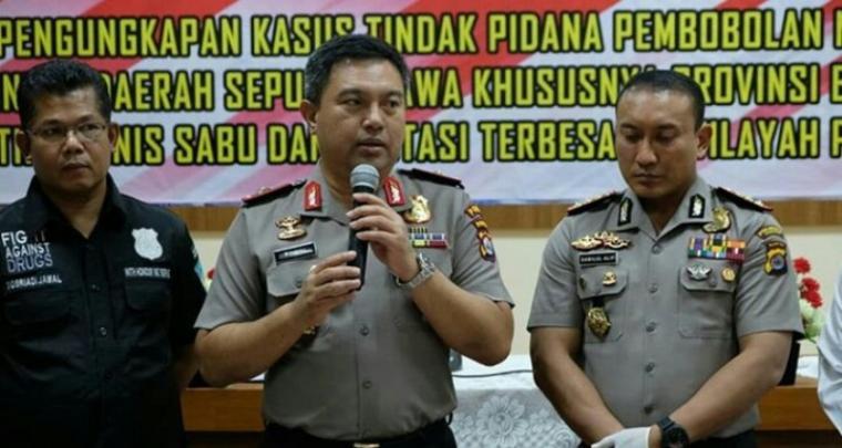 Kapolda Banten Brigjen Pol. Tomsi Tohir (tengah), saat memberikan keterangan jumpa pers di Mapolresta Tangerang. (Foto: TitikNOL)