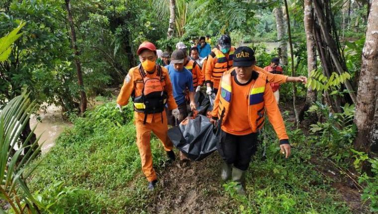 Herman (46) Korban terseret Sungai Cilemer ditemukan tewas. (Foto: TitikNOL)