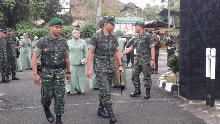 Komandan Korem 064/Maulana Yusuf (MY) Serang, Kolonel Inf. Windiyatno saat melakukan kunjungan kerja ke Komando Distrik Militer 0603/Lebak di Jalan Sunan Giri nomor 89, Rangkasbitung, Selasa (22/1/2019)