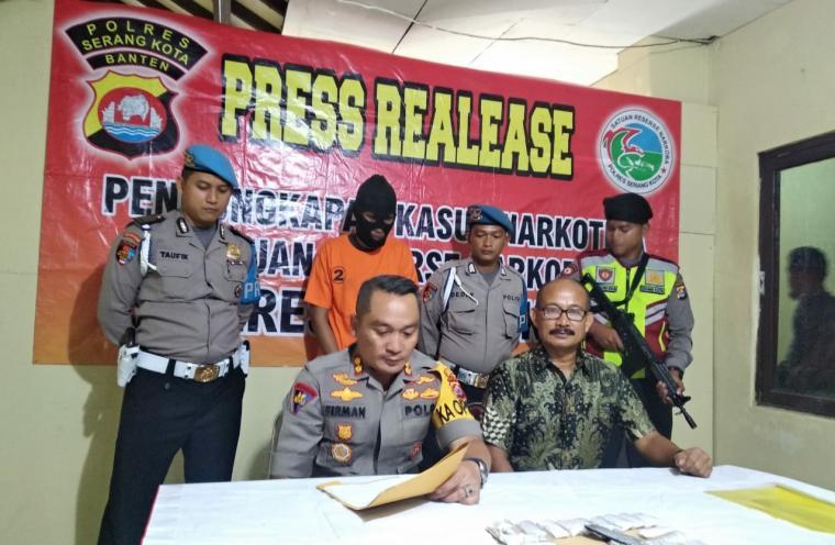 Press Realease pengungkapan kasus narkoba. (Foto: TitikNOL)