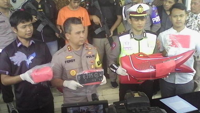 Press Confernce pengungkapan penangkapan Pria Viral Akibat Tak Terima Ditilang dihalaman Mapolres Tangerang. (Foto: TItikNOL)