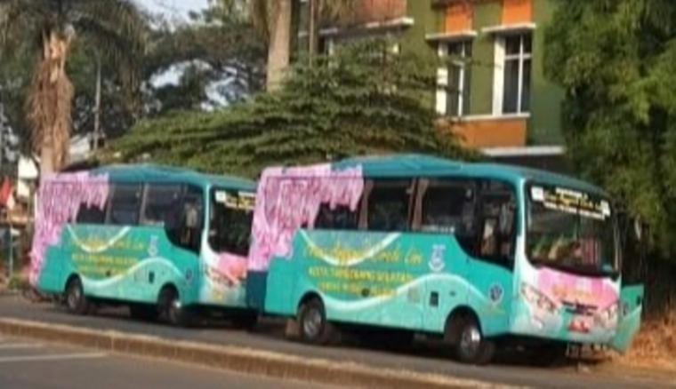 Bus Trans Anggrek Cirele Line jurusan Terminal Pondok Cabe-Rawa Buntu Serpong. (Foto: TitikNOL)