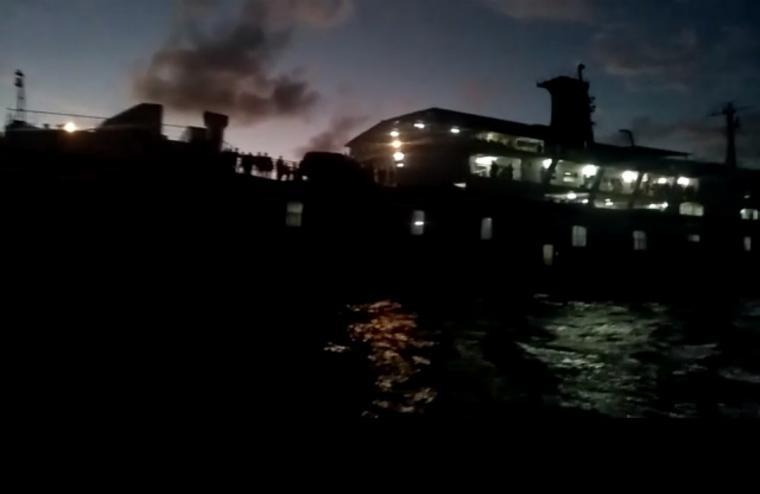 KMP BSP I saat terbakar di Perairan Merak. (Foto: TitikNOL)