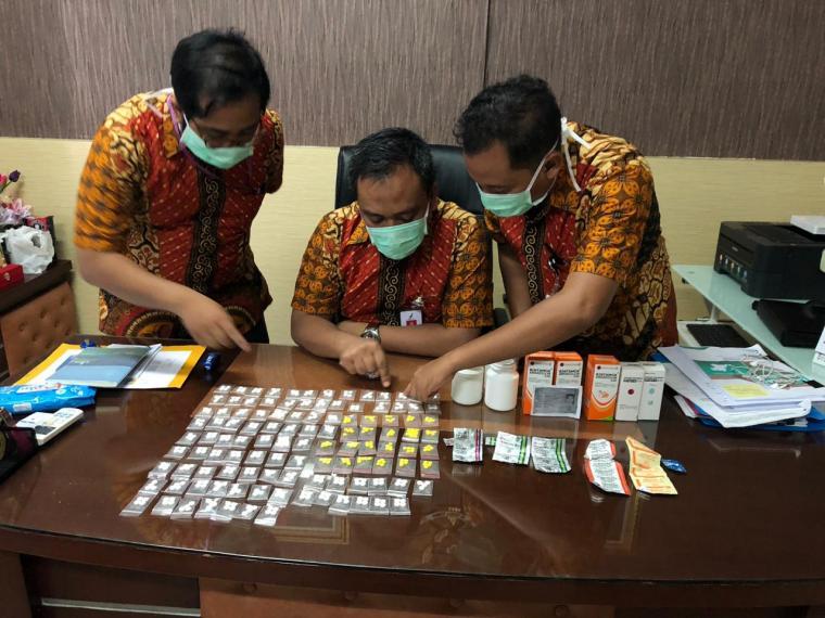 Ratusan obat keras jenis psikotropika diamankan jajaran BPOM Serang dari salah satu toko kosmetik. (Foto: Ist)
