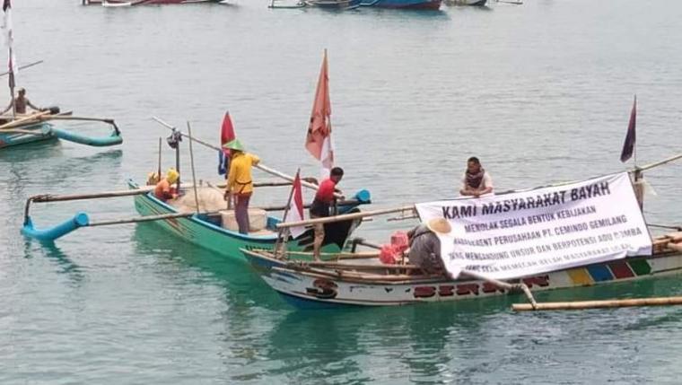 Himpunan Nelayan Muara Madur (HINAMMA) saat melakukan aksi unjuk rasa di area dermaga milik PT Cemindo Gemilang di Kecamatan Bayah, Kabupaten Lebak. (Foto: TitikNOL)