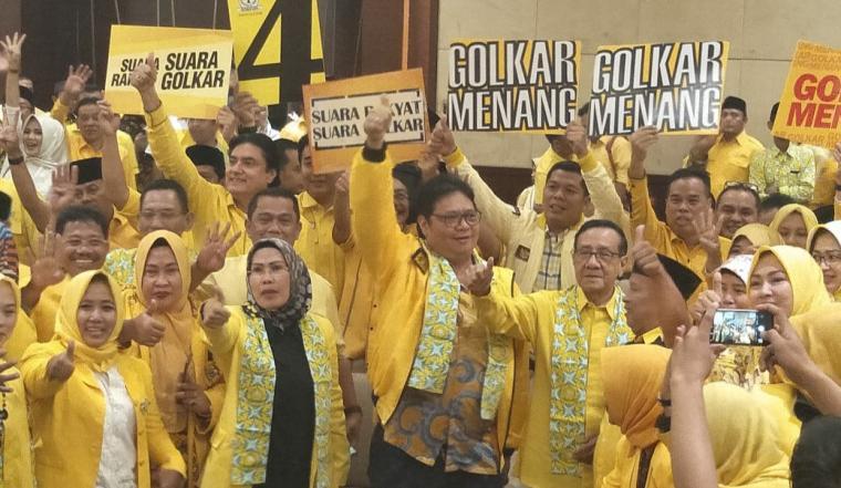 Suasana silaturahmi ketua umum dan kader Golkar di Serpong, Tangerang Selatan, Jum'at (15/3/2019). (Foto: TitikNOL)
