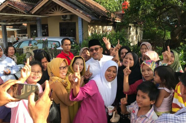 Rano Karno saat melakukan blusukan kampanye di beberapa titik di Kabupaten Tangerang. (Foto: TititkNOL)