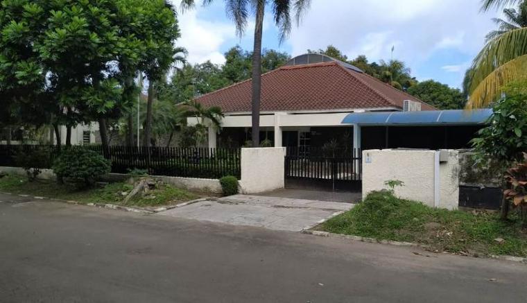 Rumah Dinas Direktur Produksi dan Teknologi PT Krakatau Steel (KS) Wisnu Kuncoro di Kompleks Perumahaan Krakatau Steel di Jalan Santani nomor 7 terlihat sepi dan tidak ada aktivitas. (Foto: TitikNOL)