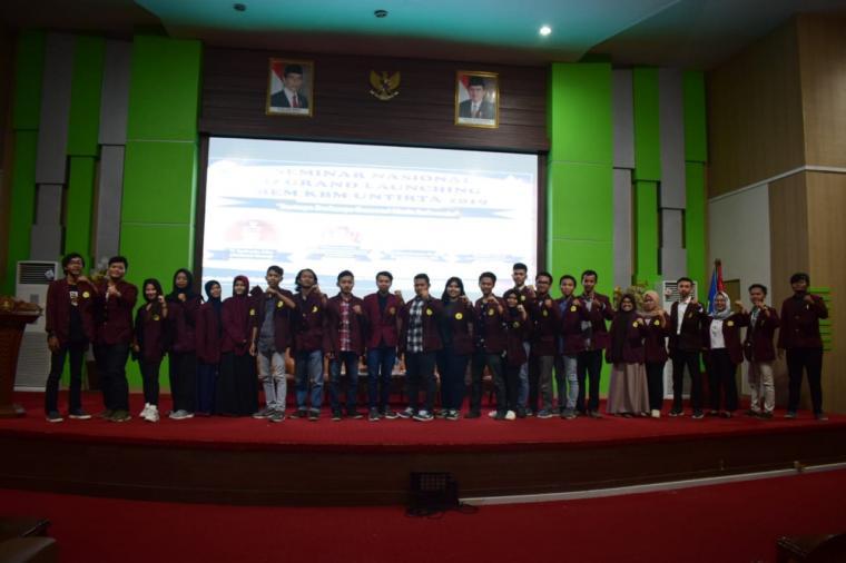 Para peserta seminar berfoto bersama usai acara. (Foto: TitikNOL)