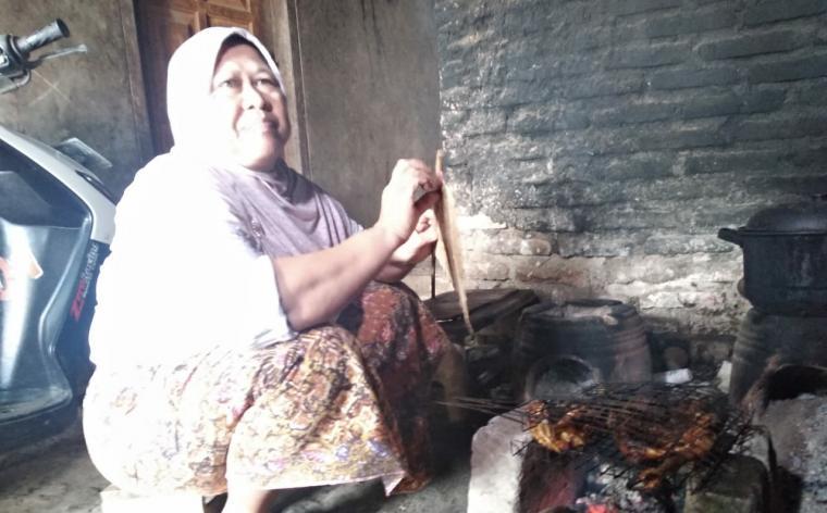 Bibi Siti Aisyah, Dharmi saat ditemui di kediamannya, di Desa Sindangsari, Kecamatan Pabuaran, Kabupaten Serang Senin (11/3/2019). (Foto: TitikNOL)