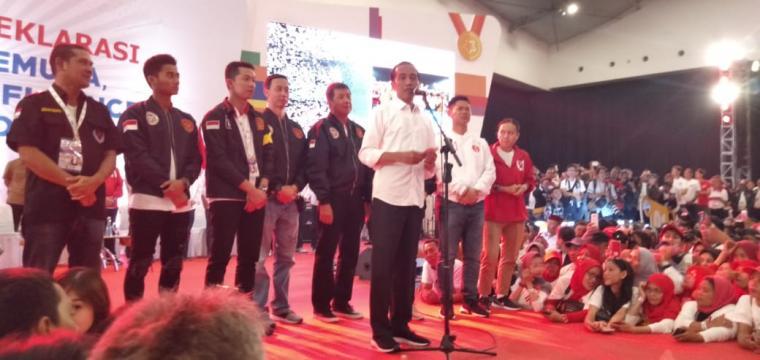 Calon Presiden RI Joko Widodo saat menyapa pendukungnya. (Foto: TitikNOL)
