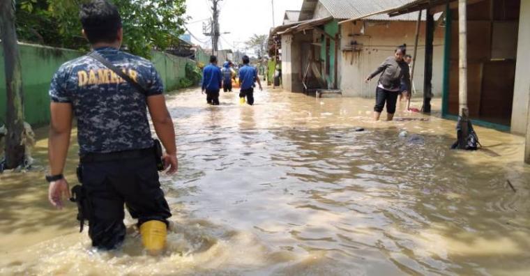 Banjir yang melanda Kelurahan Panunggangan Barat, Cibodas, Kota Tangerang. (Foto: TitikNOL)