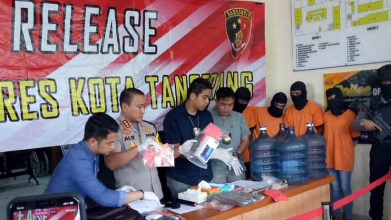 Press Release pengungkapan kasus perampukan di Mapolres Kota Tangerang, Kamis (4/4/2019). (Foto: TitikNOL)