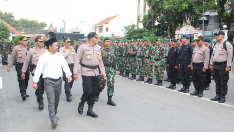 Apel Pengecekan Personil PAM TPS Kesiapan Pengamanan Pemilu 2019 bertempat di alun-alun Rangkasbitung, Kamis, (04/4/2019). (Foto: TitikNOL)
