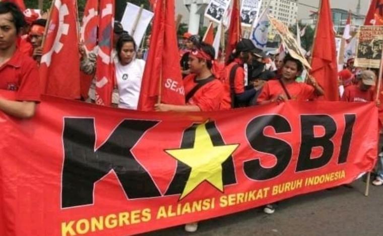 Massa aksi buruh KASBI saat aksi unjuk rasa. (Foto: TitikNOL)