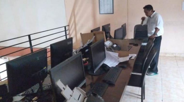 Ruangan server SITUNG Komisi Pemilihan Umum (KPU) Daerah Tangerang Selatan (Tangsel). (Foto: TitikNOL)