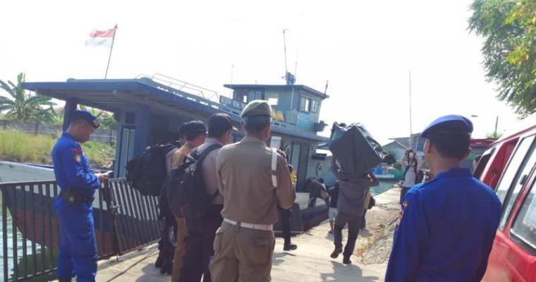 Pengiriman logistik Pemilu 2019 dari Pelabuhan Grenyang ke Pulau Tunda. (Foto: TitikNOL)
