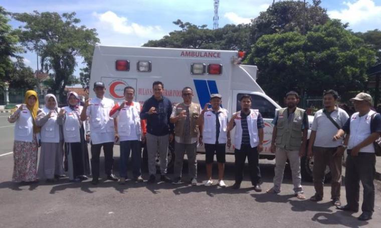 Peluncurkan layanan mobil ambulance kemanusiaan Bulan Sabit Merah Indonesia (BSMI) Kabupaten Lebak di Alun-alun Rangkasbitung, Rabu (3/4/2019). (Foto: TitilNOL)
