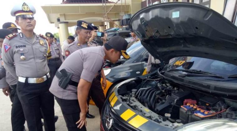 Kepolisian Resort (Polres) Serang melakukan pemeriksaan kendaraan dinas. (Foto: TitikNOL)
