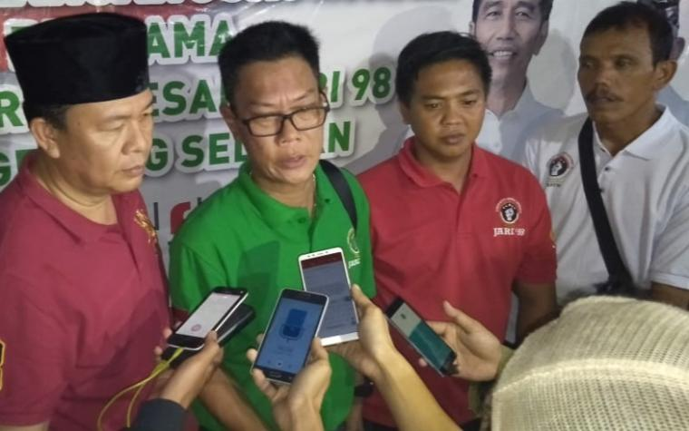 Ketua Presidium Jari 98, Willy Prakasa saat dimintai keterangan. (Foto,: TitikNOL)