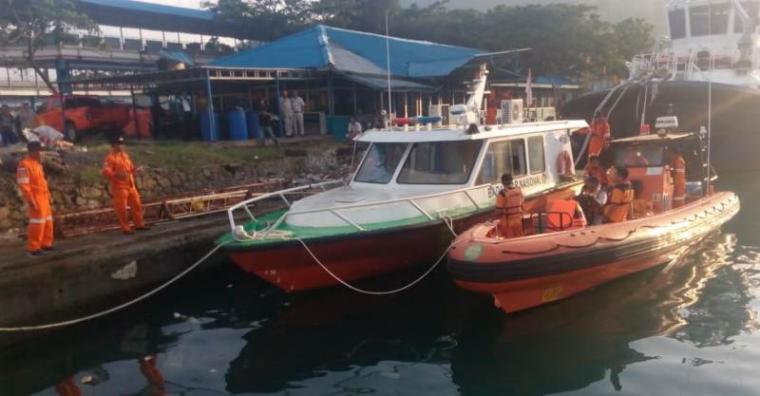 Tim SAR gabungan berangkat melakukan pencarian mualim KMP Windu Karsa Dwitya. (Foto: TitikNOL)